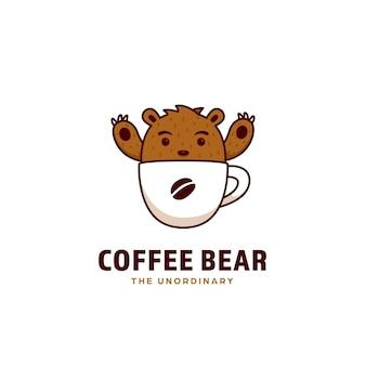 Logotipo del oso de café, una mascota linda del oso pardo dentro de la taza de café
