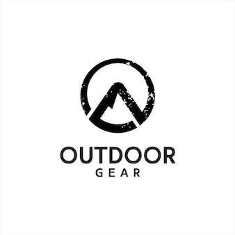 Logotipo de ropa al aire libre rústico redondo abstracto montaña negra