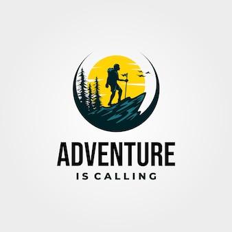 Logotipo de senderismo de aventura v