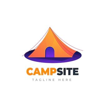 Logotipo del sitio de campamento plantilla de logotipo degradado de aventura al aire libre y campamento