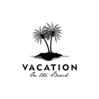Logotipo de vacaciones con el símbolo del árbol de coco en la playa