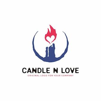 Logotipo de vela con un concepto antiguo combinado con una llama en forma de amor