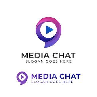 Logotipos creativos de chat de medios o charla social con icono de reproducción