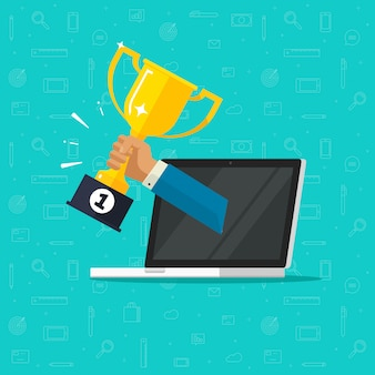 Logro de objetivos de premio en línea o copa de oro en la mano del ganador en la pantalla de la computadora portátil