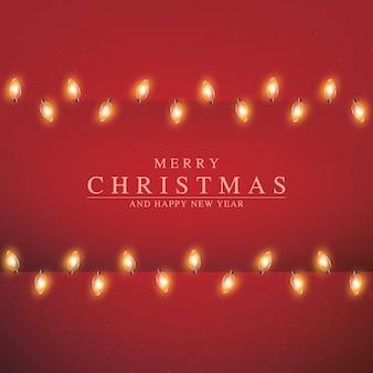 Luces de navidad y año nuevo sobre fondo rojo marco con guirnalda brillante para tarjetas de felicitación