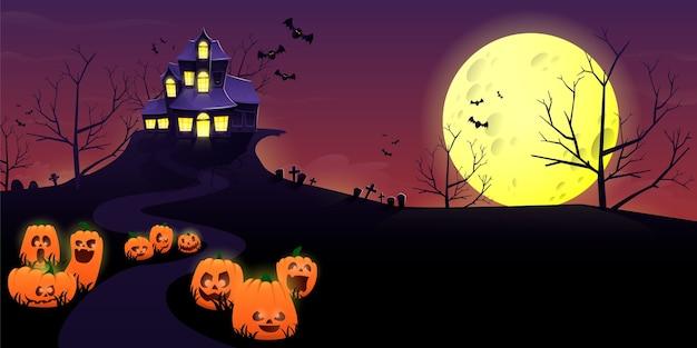 Lugar espeluznante y casa embrujada por la noche.