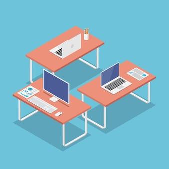 Lugar de trabajo de oficina plano 3d isométrico con computadora portátil y monitor de pc