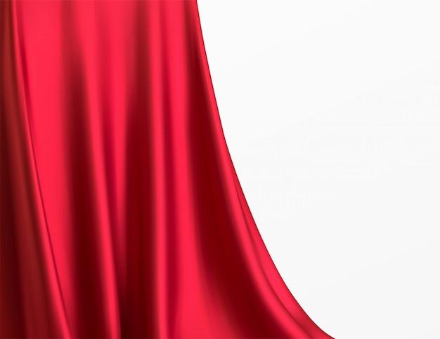 Lujosa tela roja en sala blanca