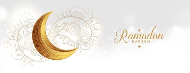 Luna dorada del festival eid con decoración paisley.