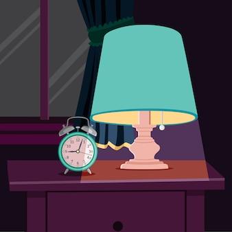 Luz de noche y despertador en la mesita de noche