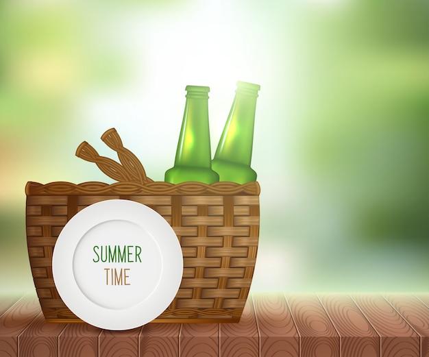 Luz del sol en el cielo de verano con mesa de picnic de madera