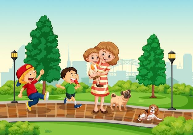 Madre e hijos en el parque.
