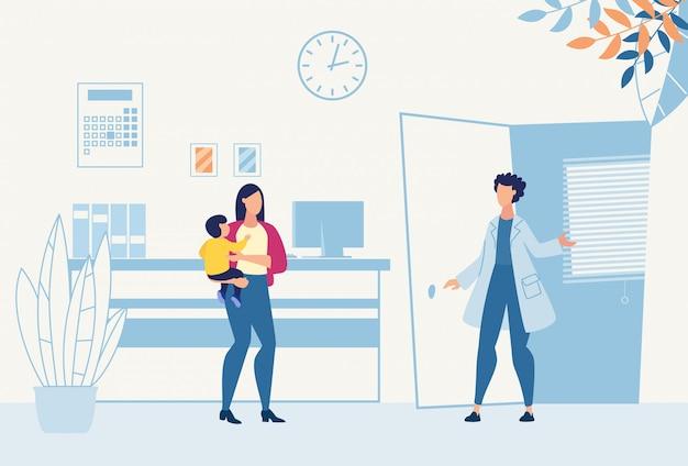 Mamá con hijo visita pediatra para consulta