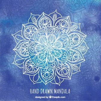 Mandala bocetos sobre un fondo azul de la acuarela