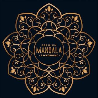 Mandala de oro con decoración floral.