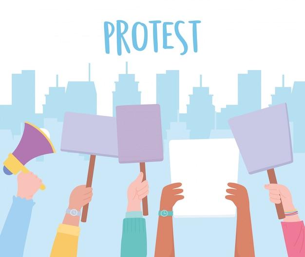 Manifestación de activistas de protesta, piquetes políticos manos con pancartas en la ciudad