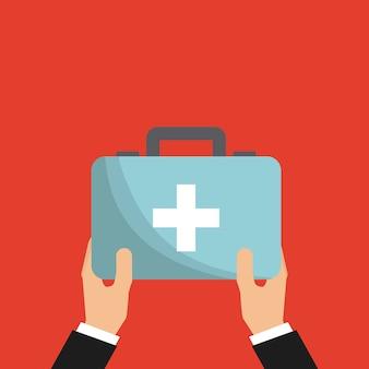 Mano con maletín de primeros auxilios
