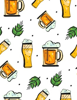 Mano dibujada de patrones sin fisuras con vasos de cerveza sobre fondo blanco.