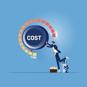 La mano del empresario gire el dial de costos a la posición baja. concepto de gestión de reducción de costes.
