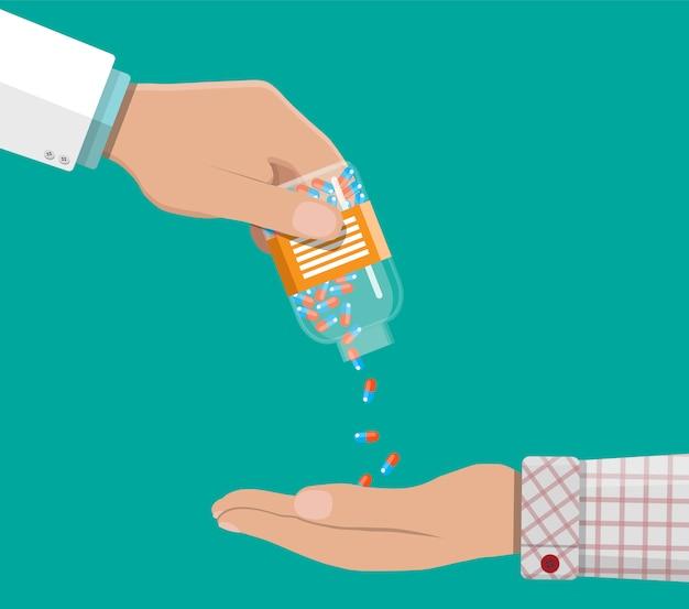 Mano del farmacéutico con pastillas y medicamentos.