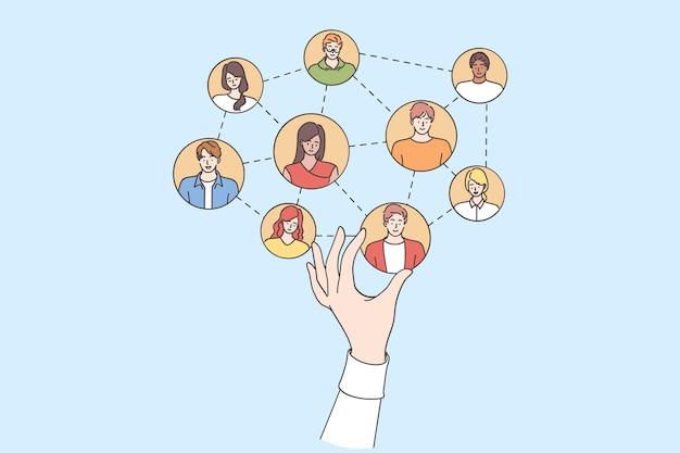La mano del gerente de recursos humanos elige a los miembros del equipo de construcción en línea haciendo la selección para el equipo del proyecto de trabajo