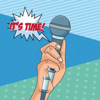 Mano con icono de estilo pop art de micrófono