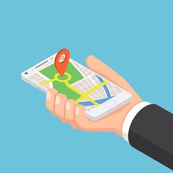 Mano isométrica del empresario sosteniendo el teléfono inteligente con punto de mira en la aplicación del mapa