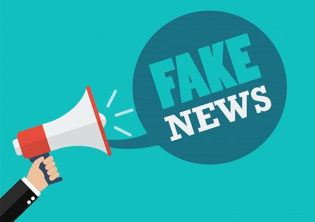 Mano masculina con megáfono con discurso de noticias falsas