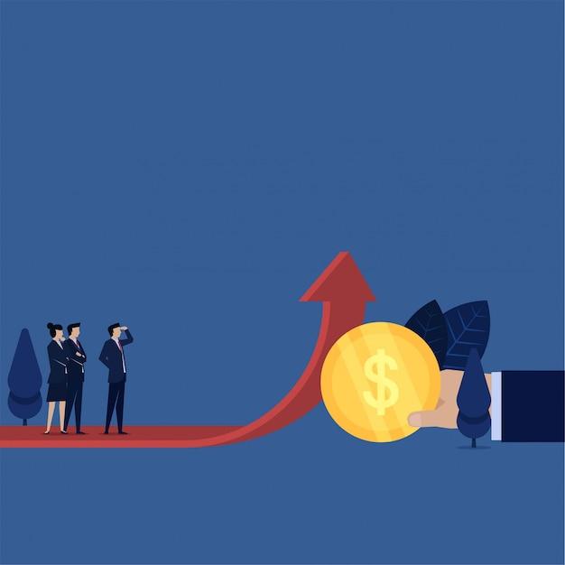 La mano de negocios hace que la flecha crezca con la moneda y el equipo de negocios la ve como una metáfora de la ganancia de crecimiento.