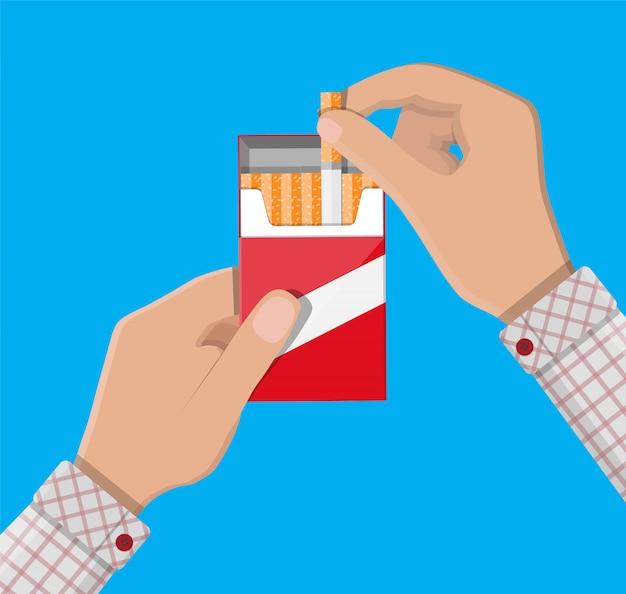 Mano con paquete de cigarrillos
