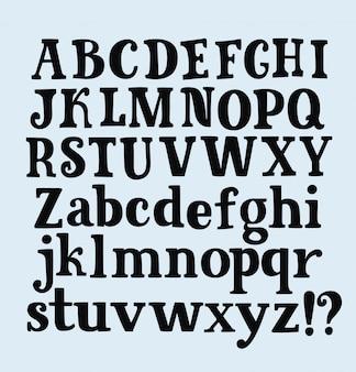 Mano de la pluma del alfabeto dibujar letras y números en la hoja del cuaderno.