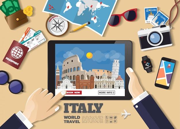 Mano que sostiene el dispositivo inteligente reserva destino de viaje. lugares famosos de italia
