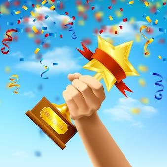 Mano que sostiene el premio del ganador sobre fondo de cielo azul con serpentinas y confeti realista