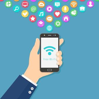 Mano que sostiene el teléfono inteligente con señal de wi-fi gratuita en la pantalla