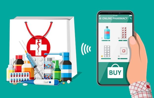 Mano que sostiene el teléfono móvil con la aplicación de compras de farmacia por internet bolsa con pastillas de drogas. asistencia médica, ayuda, soporte en línea. aplicación de atención médica en el teléfono inteligente. ilustración de vector de estilo plano