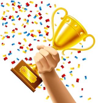 Mano que sostiene un trofeo ganador de la copa