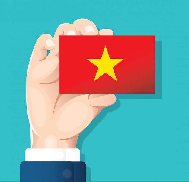 Mano que sostiene el vector de tarjeta de bandera de vietnam