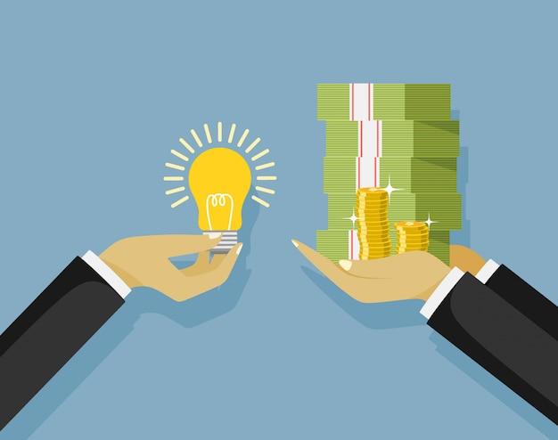 La mano sostiene el dinero, la mano sostiene la bombilla.