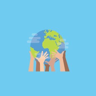 Manos de gente multiétnica sosteniendo el globo