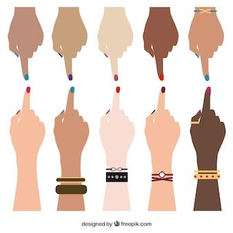 Manos humanas de diferentes razas