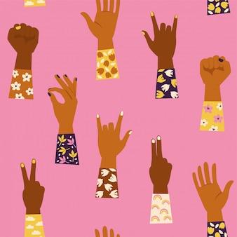 Manos de mujer con su puño levantado y con varios gestos de manos. poder femenino. feminismo. patrón sin costuras