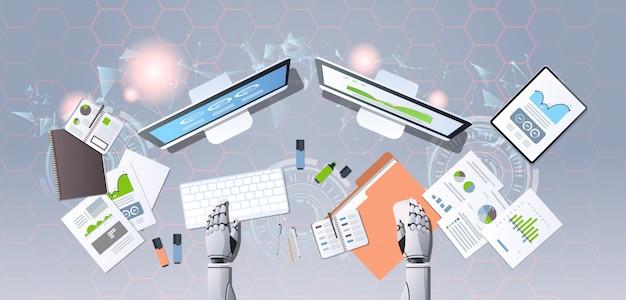 Manos de robot moderno en el lugar de trabajo humanoide analizando gráficos financieros diagramas analítica de negocios