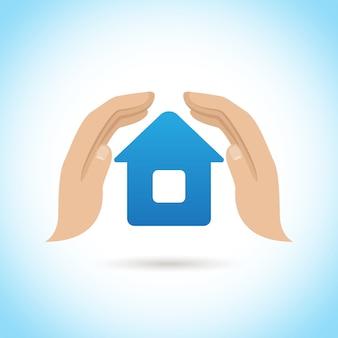 Las manos sostienen a casa. concepto de seguro de hogar