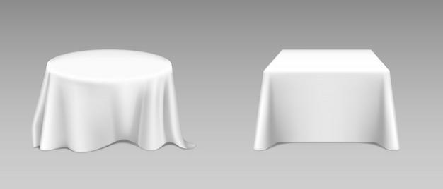 Mantel blanco realista sobre mesas