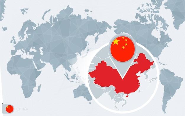 Mapa del mundo centrado en el pacífico con china ampliada. bandera y mapa de china.