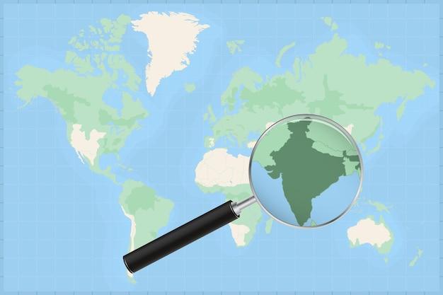 Mapa del mundo con una lupa en un mapa de la india.
