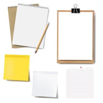 Maqueta de cuaderno y conjunto de papel aislado
