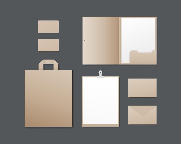 Maqueta de papelería con tarjetas de visita, carpeta de papel, sobres, bolsa de compras.
