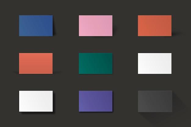 Maqueta de tarjeta de visita en blanco en conjunto de tonos coloridos
