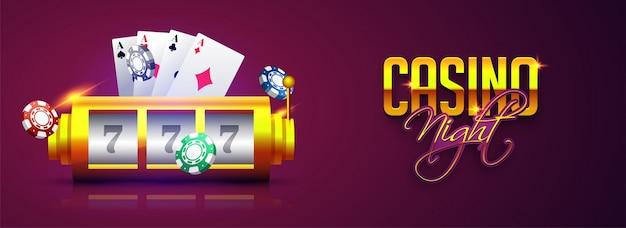 Máquina tragamonedas afortunada 777 con el chip, las tarjetas y la noche del casino del texto en fondo púrpura.